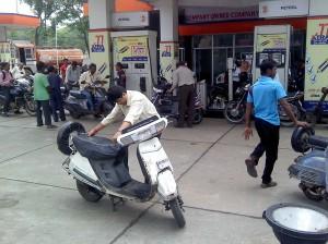 बढ़े पेट्रोल के दाम