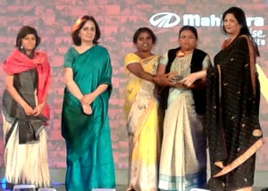 2013 began with Khabar Lahariya being awarded the Amazing Indian Award by leading news channel Times NOW and Mahindra & Mahindra