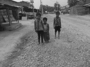 या आय चिल्ला सड़क, यहिके बीच मा है पलरा गांव