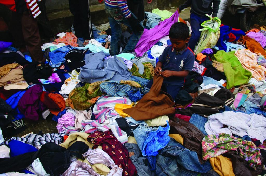 जि़न्दगी को फिर से सहेजते हुए- राहत के तहत मिले कपड़े