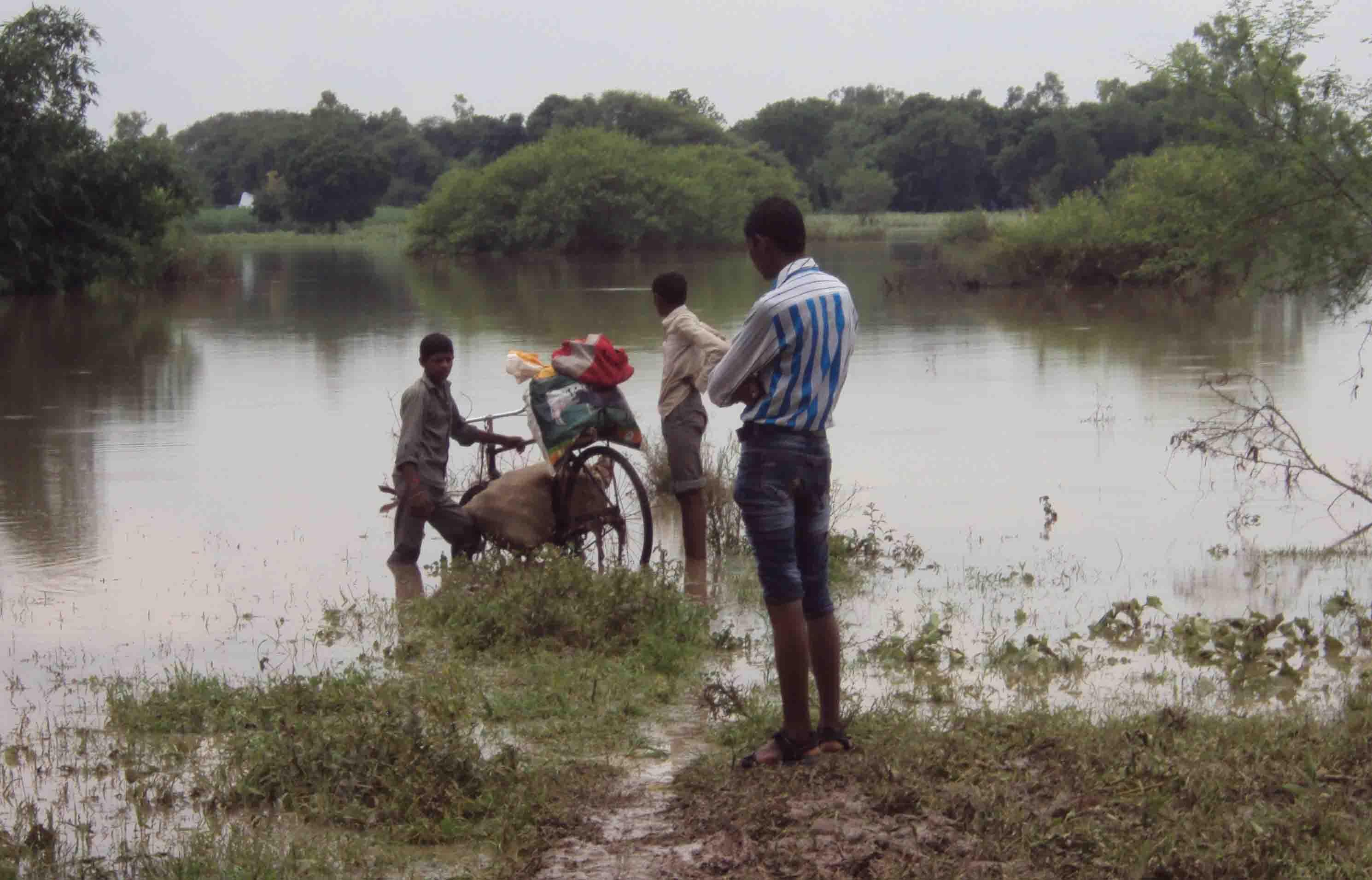 बांदा के ब्लाक तिंदवारी, चिल्ला क्षेत्र में भी बढ़ा पानी