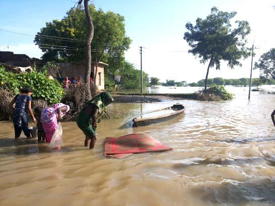 बाढ़ मा घर होइगे मैदान