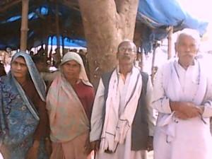 तेरा पतौरा गाँव के लोग