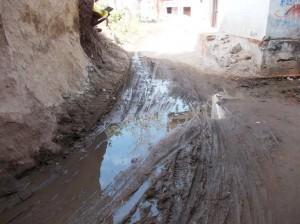 गंदा पानी लोढ़वारा गांव का